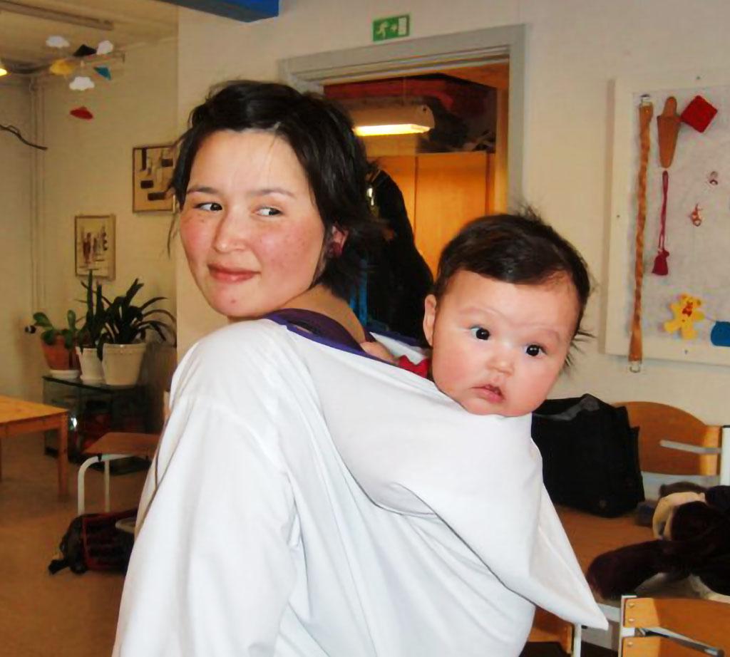 Niviaq Lennert Kleist and her daughter Tullerunnaq Andreassen